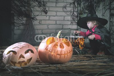 druck-shop24 Wunschmotiv: Little witch making a magic potion at Halloween night. Horror. #123165504 - Bild als Foto-Poster - 3:2-60 x 40 cm/40 x 60 cm