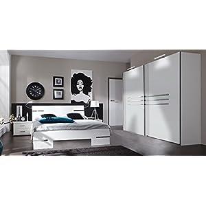 lifestyle4living Schlafzimmer Set, in Alpinweißt, 4-TLG. Chrom-Aufleistungen, Schrank B: 225 cm, Futonbett 180 x 200 cm, 2 Nachtschränke B: 52 cm