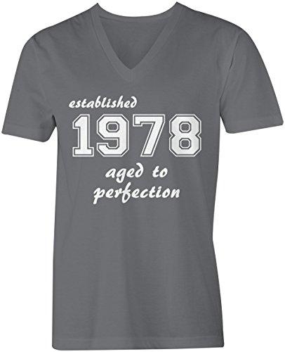 Established 1978 aged to perfection ★ V-Neck T-Shirt Männer-Herren ★ hochwertig bedruckt mit lustigem Spruch ★ Die perfekte Geschenk-Idee (06) dunkelgrau