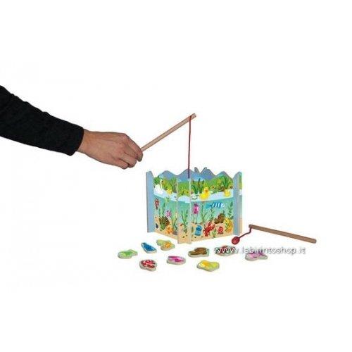 Woody Holz Angelspiel - Fische angeln. 18 teiliges Set mit magnetischen Fischen. Safe Toys geprüft