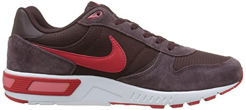 Nike Nightgazer, Chaussures de sport homme Marrón / Rojo / Blanco (Mahogany / University Red-White)