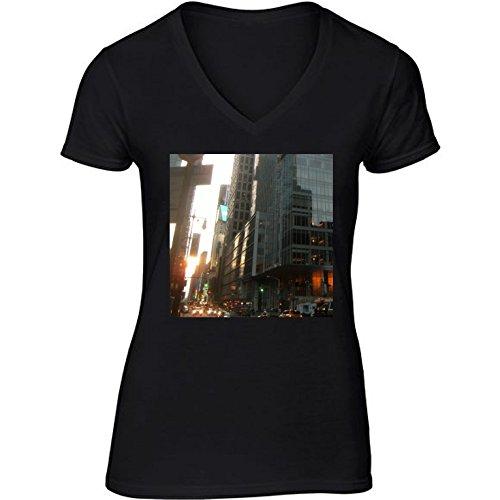 camiseta-negro-con-v-cuello-para-mujer-tamano-m-rascacielos-en-hong-kong-2-by-cadellin