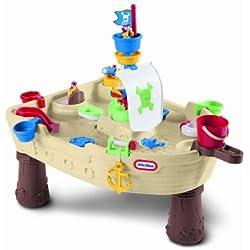 Mesa de juegos con diseño pirata.