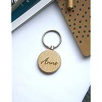 Porte clés personnalisé en bois, personnalisable avec une gravure de votre nom, cadeau unique réalisé sur mesure.