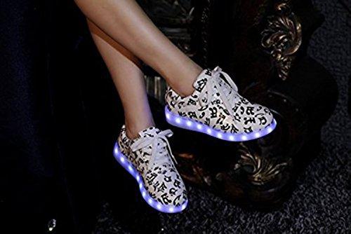 (Présents:petite serviette)JUNGLEST® Chaussures de Sports Baskets Lacet LED Clignotante avec 7 couleurs USB Rechargeable Lumineux PU Cuir Imprimee Noir blanche Motif Notation Mus initial