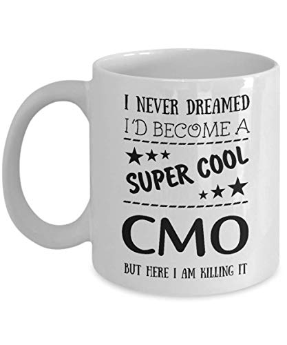 I Never Dreamed I'd Become A Super Cool CMO But Here I Am Killing It Mug, 11 oz Ceramic White Coffee Mugs, Nice Coffee Tea Cups for CMO, Presents for Marketing Managers, Perfect Office Gifts for CMO -