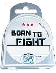 BAY® LANY-CASE BORN TO FIGHT mit Name-Freifeld für WUNSCHNAME mit Oese für Zahnschutz Zahnspange usw. BOX Dose Hygienebox Aufbewahrungsbox Zahnschutzbox Zahnschutzdose klar durchsichtig transparent Mundschutz groß Mundschützer Zahnschützer Einhängeöse Öse