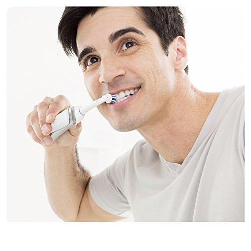 Oral-B Pro 790 Elektrische Zahnbürste Special Edition, mit zwei CrossAction Aufsteckbürsten, Bonus Pack mit 2 Handstücken, schwarz