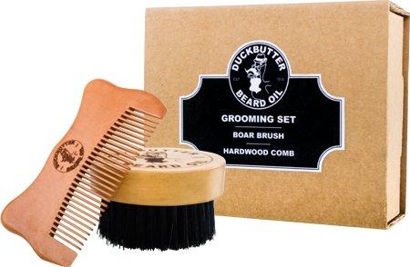 DUCKBUTTER Coffret Cadeau avec une brosse et un peigne - Fabriqué à partir de bois de pêcher et poils de sanglier naturels – les poils et les dents font 2.25 cm pour votre toilettage de visage | Beard Grooming Set - Brush & Comb Kit