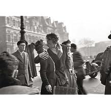 Postkarte A6 +++ SCHWARZ-WEISS von modern times +++ KISS BY THE HOTEL DE VILLE - 1950 +++ FOTOFOLIO © DOISNEAU, Robert