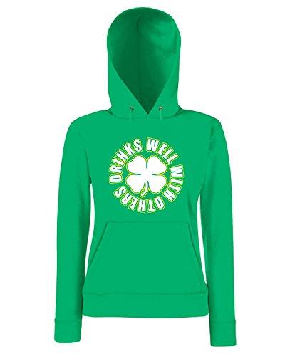 T-Shirtshock - Sweatshirt a capuche Femme TIR0042 drinks well with others light tshirt Vert