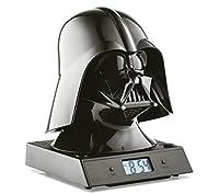L'orologio definitivo per ogni Star Wars FAN. Questa sveglia tridimensionale con la forma della testa di Darth Fenner di Guerre Stellari. Quando suona l'allarme proietta l'ora sul muro più vicino ed emette il classico suono di Darth Vader. Mi...