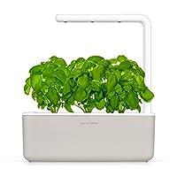 Click & Grow Smart Garden è un sistema intelligente studiato per coltivare le tue piantine in casa, in modo quasi completamente automatico. Grazie all'illuminazione a LED a risparmio energetico, le piante riceveranno sempre la quantità i luce ott...