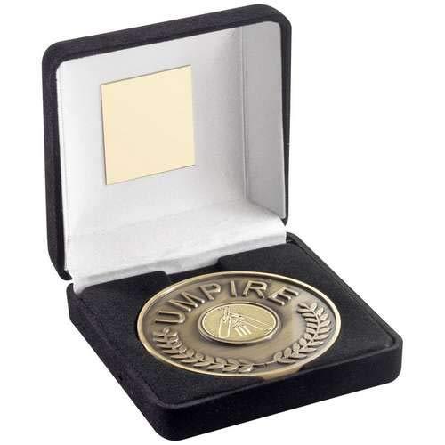 Womack Graphics JR6-TY37 Medaillon mit Cricket-Einsatz, Samt-Box, 70 mm, Antik-Gold, 10,2 cm