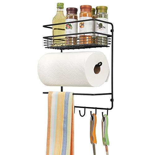 mDesign praktischer Papierrollenhalter - vielseitiges Wandregal aus Metall für Küche und Vorratskammer - mit tiefem Drahtkorb und vier Haken - schwarz