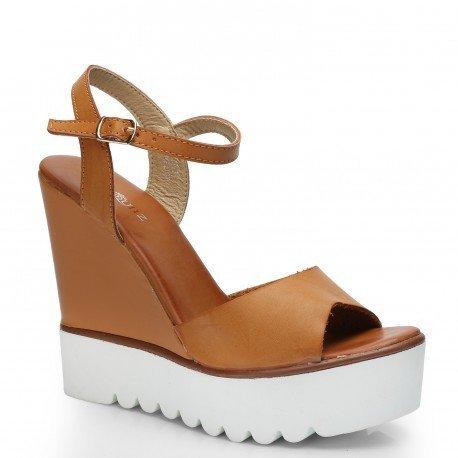 Ideal Shoes - Sandales compensées en similicuir avec semelle en gomme Fanya Camel