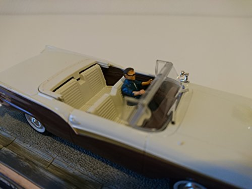 James Bond Ford Fairlane Skyliner 007 1/43 DY047