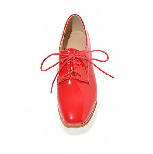 AllhqFashion Damen Lackleder Quadratisch Zehe Mittler Absatz Schnüren Rein Pumps Schuhe Rot