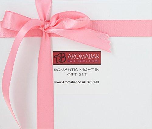 Romantisches Nacht In Geschenk Set mit Sensual Massageöl, Herz Bad-bombe und Duftkerze Perfekt für Valentin oder Couples Geschenk zu share