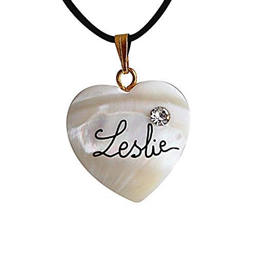 collier-personnalise-avec-prenom-coeur-nacre-avec-cristal-transparent