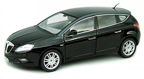 lancia-delta-hpe-2013-schwarz-modellauto-21068-bburago-124