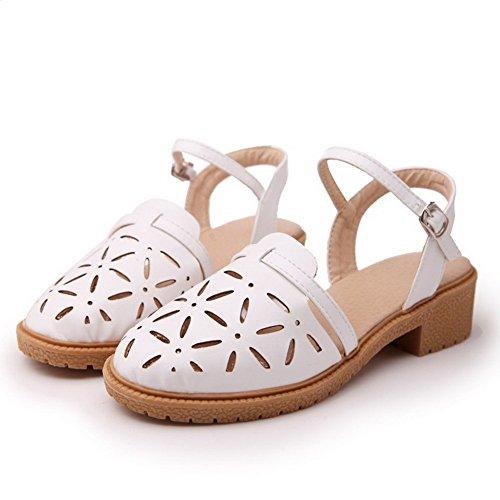AllhqFashion Damen Niedriger Absatz Rein Schließen Zehe Weiches Material Schnalle Sandalen Weiß