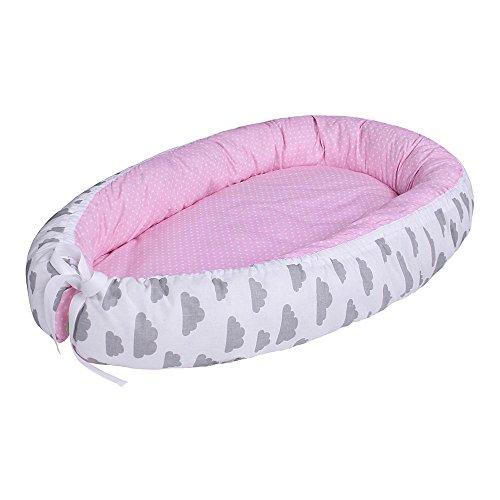 LULANDO multifunktionales Babynest Kuschelnest Babynestchen (80 x 45 cm). Weiches und sicheres Baby-Reisebett Babybett Nestchen für Neugeborene, Farbe:Grey Clouds / Dots Pink