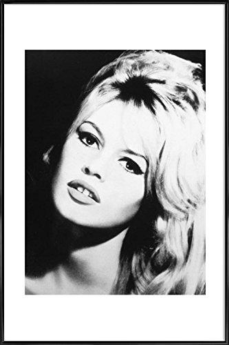 JUNIQE® Bild mit Rahmen 20x30cm Schwarz & Weiß Brigitte Bardot - Design
