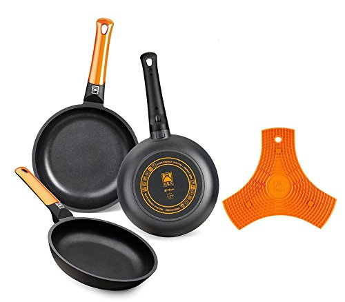 BRA Efficient Orange - Set de 3 sartenes, 20-24-28 cm, aluminio fundido con antiadherente Teflon Platinum Plus + BRA Safe - Salvamanteles de silicona multiusos imantado, 2 unidades