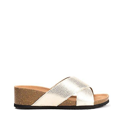 Ideal Shoes Mules Compensées Nacrées Effet Reptile Feliana Doree