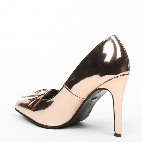 Ideal Shoes - Escarpins vernis à bout pointus et franges Jema Champagne