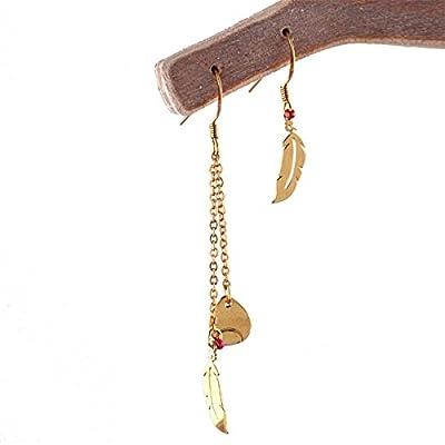 Boucles d'oreilles plumes au vent asymétrique. Doré à l'Or fin.