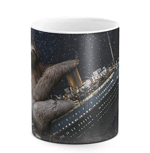 DODOX Kaffee-und Tee Tasse aus Keramik, 325 ml Sloth Rides Sinking Titanic, weiß, Geburtstag, einzigartige Geschenkidee, lustiges - Kaffee Animal-print Becher