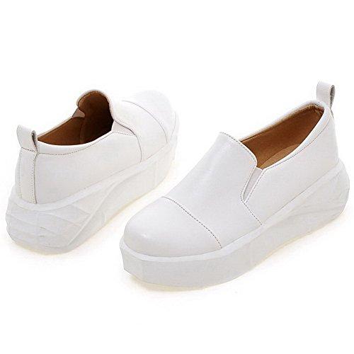 AllhqFashion Damen Weiches Material Ziehen Auf Rund Zehe Gemischte Farbe Pumps Schuhe Weiß