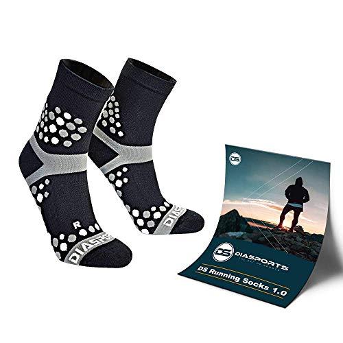 NEU! Die Innovativen DS Running Socks 1.0 mit 3D Dots für maximalen Halt - Deine neuen Laufsocken für Marathon, Triathlon, Trailrunning - (Sportsocken Frauen/Männer) (schwarz, 40-44) (Kompression Damen Socken Running)