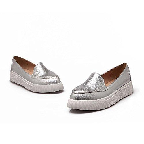 AllhqFashion Damen Niedriger Absatz Rein Ziehen Auf Weiches Material Rund Zehe Pumps Schuhe Silber