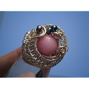 Ring pastell rosa mit grauen Perlen verstellbar handmade versilbert wirework Quarz als Geschenk im Etui