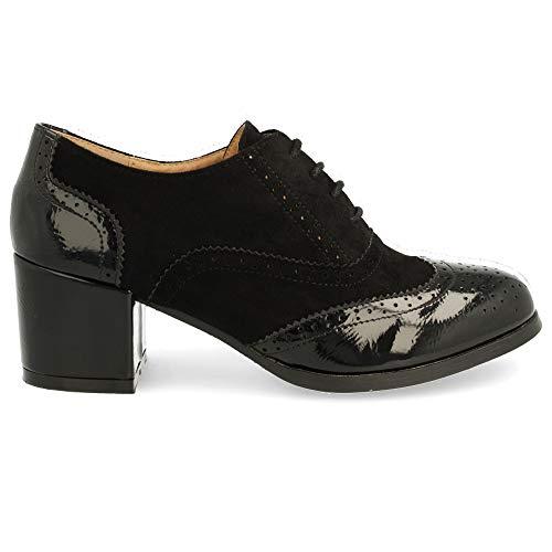 Zapato de Tacon Cuadrado con Cordones Redondos y Patron Calado Tipo Oxford. Altura del Tacon: 6 cm...