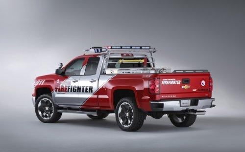 clsico-y-msculo-anuncios-de-coche-y-coche-art-chevrolet-silverado-voluntario-bomberos-concepto-2013-