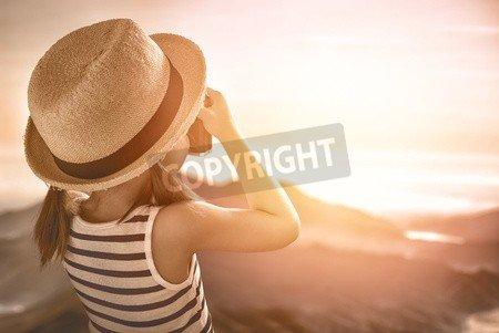 "Leinwand-Bild 110 x 70 cm: ""cute little girl takes photos of nature"", Bild auf Leinwand"