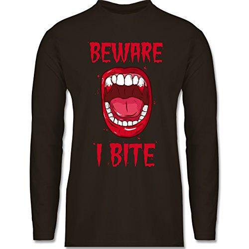 Shirtracer Halloween - Beware - i Bite - Herren Langarmshirt Braun