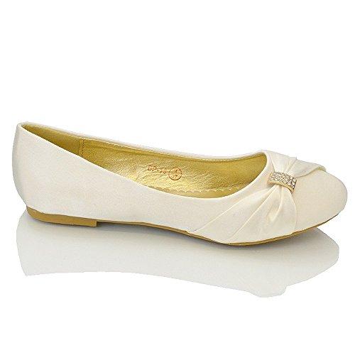 ESSEX GLAM Damen Brautschuhe Flach Satin Pumps Mit Brosche Hochzeit Schuhe (UK 9 / EU 42 / US 11, Elfenbein Satin) - 3