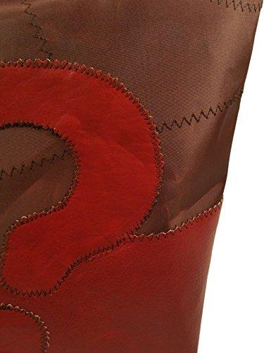 Memme vela marrone: Borsa donna in vela riciclata marrone con pelle o pelliccia, manico in pelle o ecopelle rosso rubino