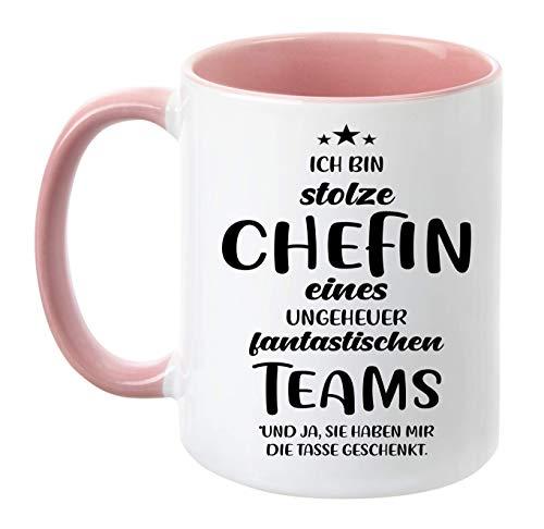 TassenTicker - ''Ich bin stolze Chefin eines ungeheuer fantastischen Teams'' - beidseitig Bedruckt - Kaffeetasse - Arbeit - Büro - Geschenkidee (Rosa)