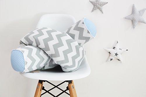 KraftKids Bettrolle weiße Punkte auf Hellblau Chevron grau, Bettschlange 140 cm und mit weichem Vlies gefüllt, optimaler Kantenschutz (Und Chevron Weiß Grau)