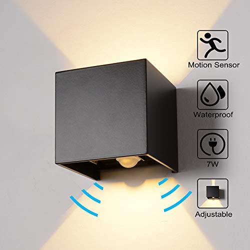 Wandleuchte Bewegungsmelder Außen/Innen LED Wandbeleuchtung, 7W Warmes Licht Wasserdicht Verstellbare Walllampe, Wandleuchte Sensor für Garten/Flur/Weg Veranda hell-Warm (Schwarz) -