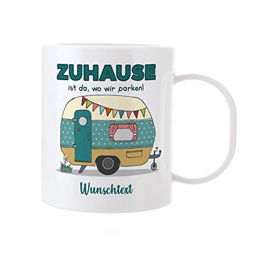 Herz & Heim® Kaffeetasse - Camper de Luxe - aus Kunststoff mit Namen Zuhause, ist da wo wir parken!