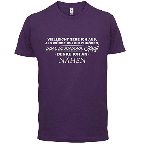 Vielleicht sehe ich aus als würde ich dir zuhören aber in meinem Kopf denke ich an Nähen - Herren T-Shirt - 13 Farben Lila