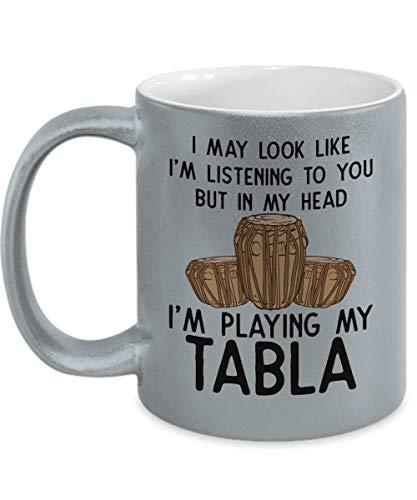 Betsy34Sophia Tabla-Musiker-Kaffeetasse Tabla-Spieler-indische Trommel-indische Musik-Musikinstrument-Schlagzeug-Geschenke Trommel-Spieler-Silberne metallische Tasse - Indische Trommel-musik