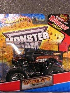 Hot Wheels Monster Jam Force Attax Traded Monster Mutt Rottweiler Monster Truck 1/64Scale